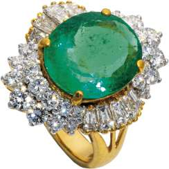 High quality emerald ring with diamonds