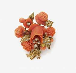 Broche en Forme d'un Bouquet de Corail et Diamants