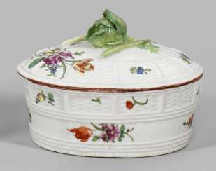 Butter dish with floral decor