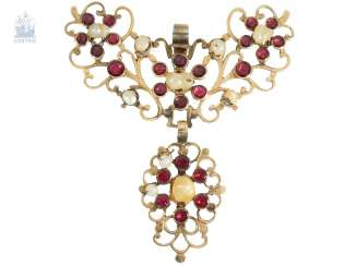 Pendant: antique and very intricately carved, antique gold pendant with tourmaline and natural pearl trim, 19. Century.