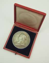 Great Britain: Meadille on the 60th anniversary of Queen Victoria's coronation, in silver, in a case.