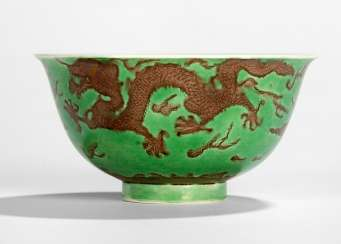 Green glazed dish with dragon decoration in Aubergine