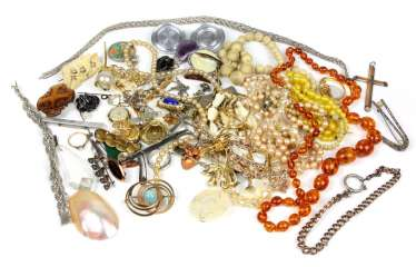 Item of costume jewelry