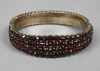 Bangle bracelet with faceted garnets