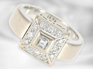 Ring: heavy decorative white gold ring with diamonds, approx. 0.43ct in total, 18K gold