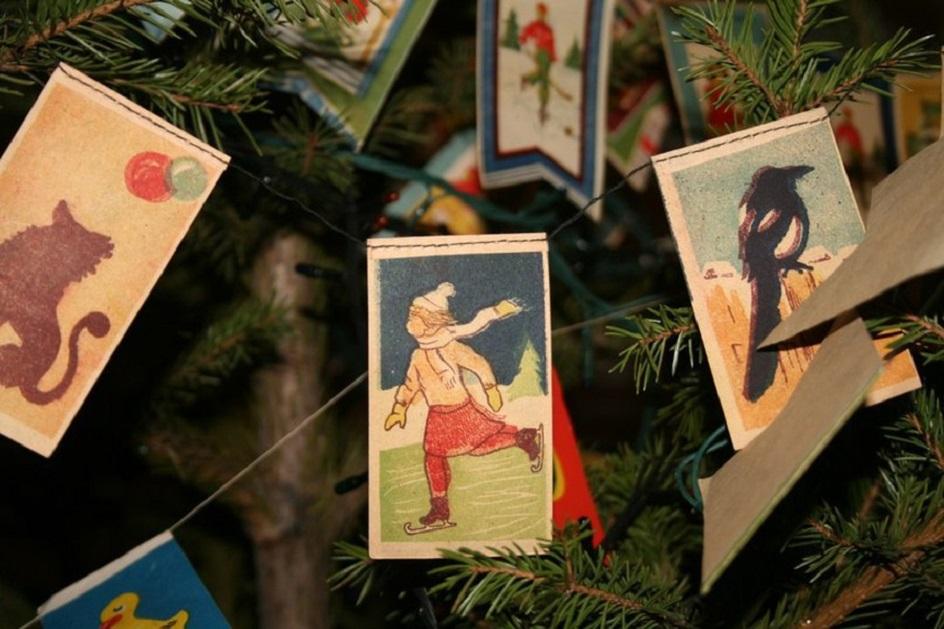 Выставка новогодней открытки в музее, анимации