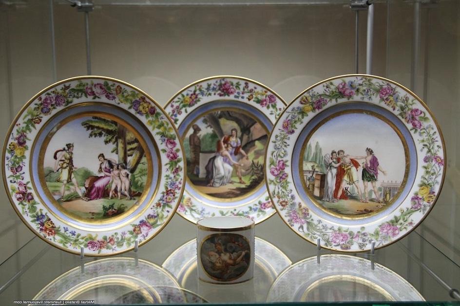 Фарфор Юсупова. Фарфоровые тарелки из «Сервиза с бусами», 1830