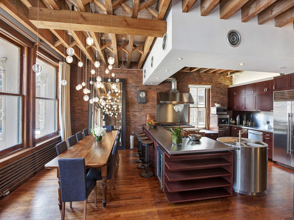 Лофт. Интерьер в стиле лофт, кухня с длинным обеденным столом