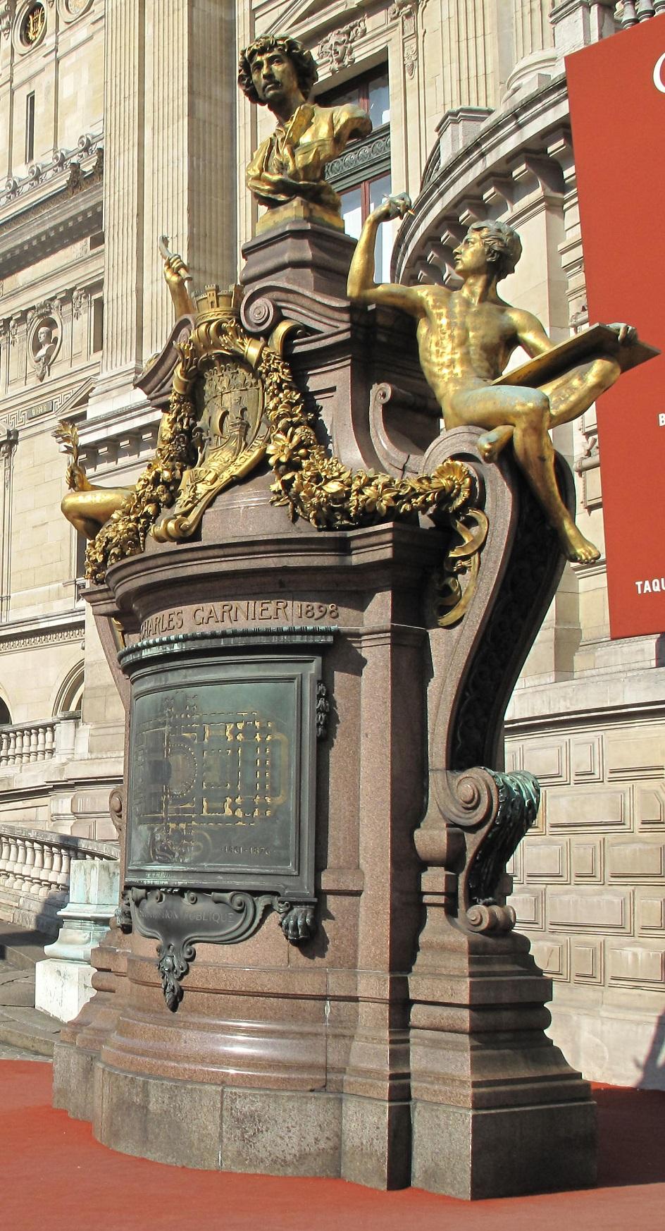 Шарль Гарнье. Памятник Шарлю Гарнье перед входом в Парижскую оперу, 1902