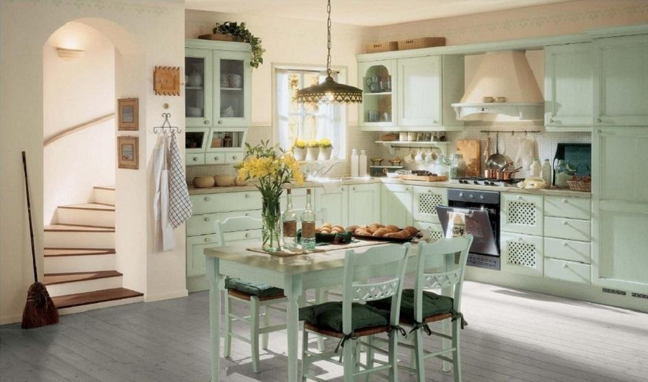 Прованс. Интерьер кухни с винтовой лестницей в стиле прованс