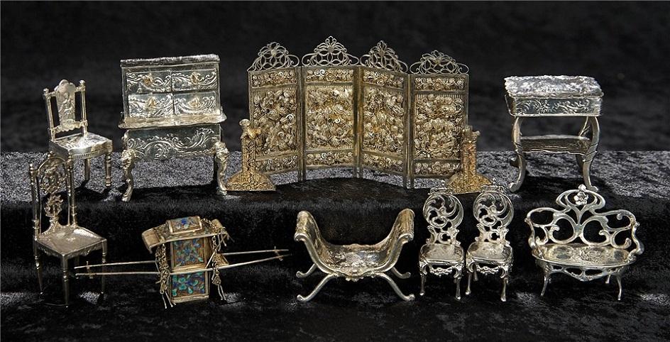 Рождество в Великобритании. Миниатюрная кукольная мебель, серебро, XIX век