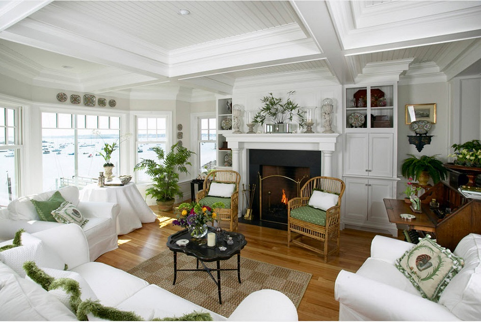 Стиль кэжуал в интерьере. Интерьер гостиной с белой мягкой мебелью и камином в стиле кэжуал