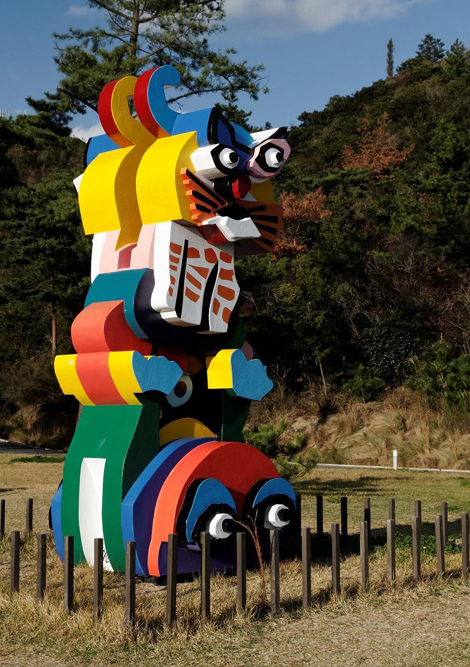 Карел Аппел. Скульптура «Лягушка и кошка», 1990