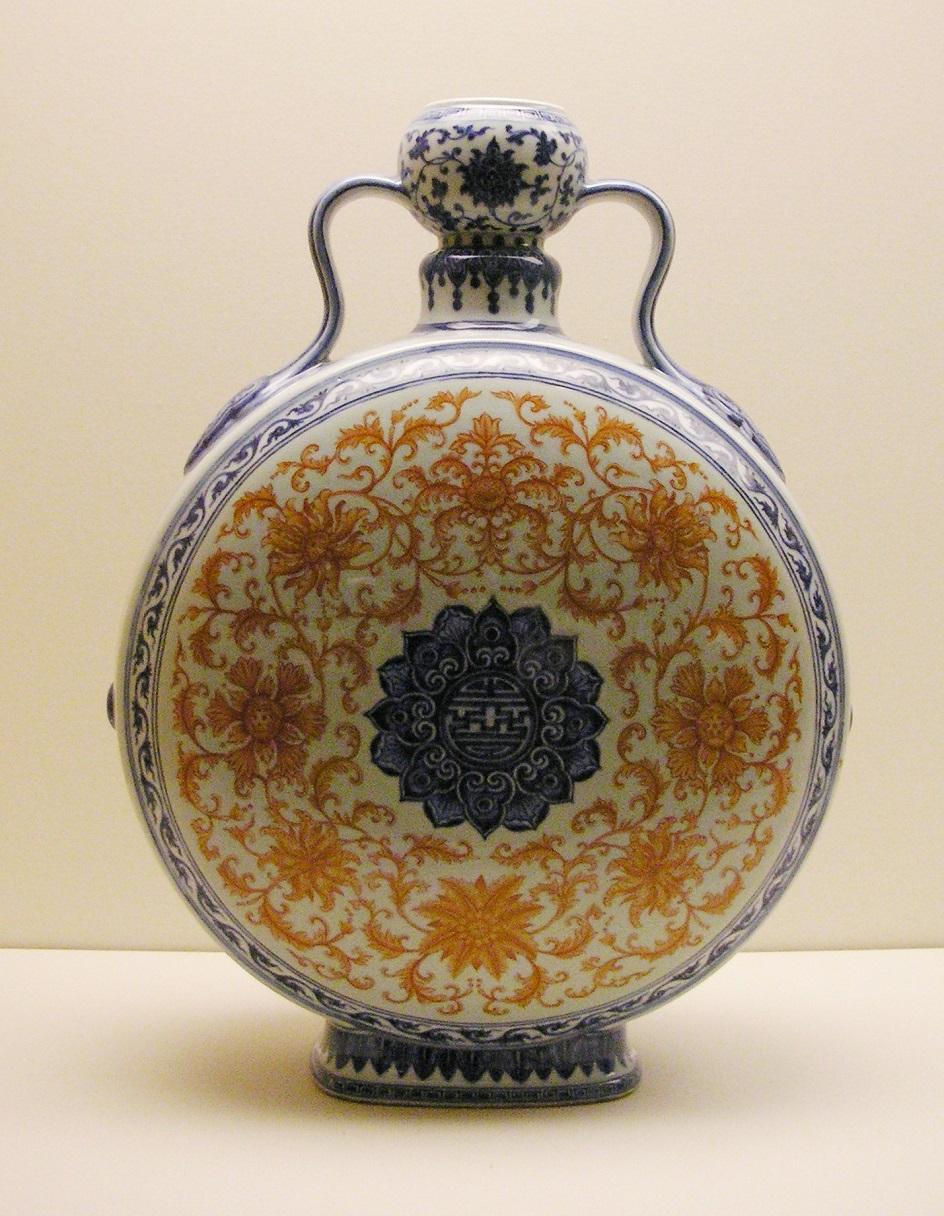 Искусство Китая династии Цин. Фарфоровый сосуд паломника, XVIII век